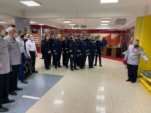 Профессиональные секреты раскрыли молодым автоинспекторам в РТ ветераны службы