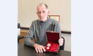 Президент Татарстана вручил медаль трактористу из Болгара