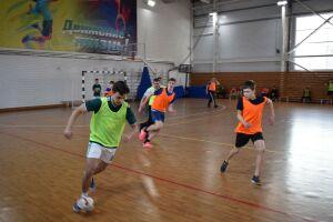 В Алексеевском мусульманская и православная молодежь сыграла в футбол