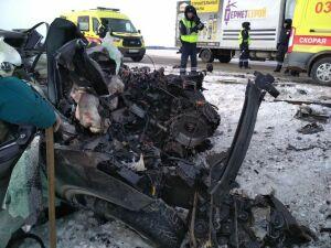 Двое погибли и трое пострадали в ДТП с грузовиком и легковушкой под Бавлами