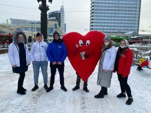 Казанцам подарили валентинки с надписью «Я люблю Россию»