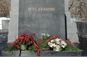 В Москве возложили цветы к памятнику Мусы Джалиля