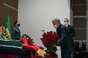 Президент Татарстана посетил гражданскую панихиду по Рашиту Салахову
