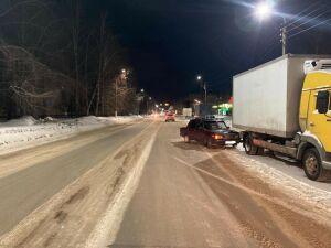 В Нижнекамске легковушка сбила школьника на дороге, после чего въехала в грузовик