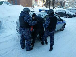 Росгвардейцы задержали двоих подростков, вскрывших за ночь шесть машин в РТ