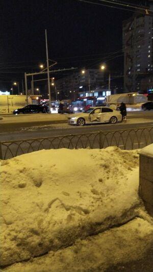 Из-за ДТП с тремя машинами у ТЦ «Савиново» в Казани образовалась серьезная пробка