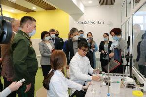Школьники Азнакаевского района выращивают клонированные деревья