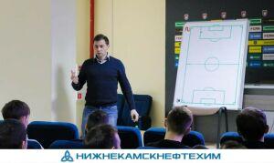 Скандально известный экс-арбитр ФИФА провел судейский семинар в Казани