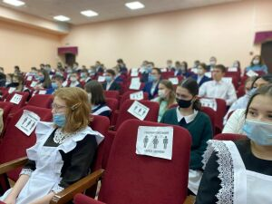 Депутат Госсовета РТ Марат Галиев провел для учеников Мамадыша парламентский урок