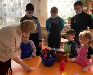 В бугульминском центре «Возрождение» детей учат агротерапии