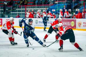 Альметьевский «Нефтяник» уступил «Югре» в дуэли лидеров ВХЛ
