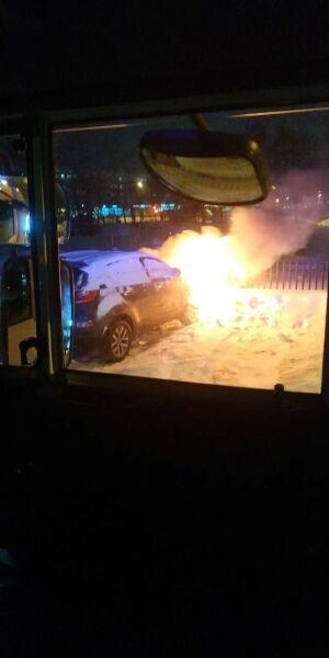 Пожарные потушили загоревшийся в Казани автомобиль