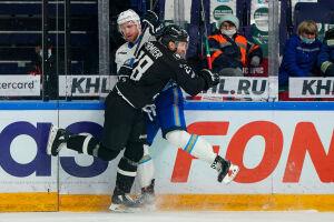 Нападающий «Ак Барса» о сопернике: Он бьет меня, а мы бьем его — это хоккей