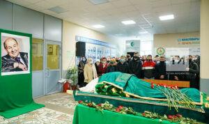 В Казани простились с руководителем студенческого театра КГАУ Робертом Галеевым