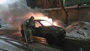 Вечером в Челнах сгорела припаркованная во дворе легковушка