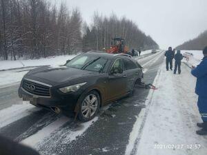 У внедорожника из Ульяновска вырвало колесо в аварии с легковушкой на трассе в РТ