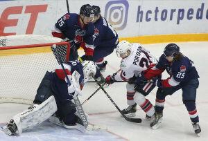 Хоккейный «Нефтехимик» завершил сезон домашней победой