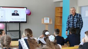 Сын поэта-фронтовика Азгара Габиди презентовал в Сармановском районе книгу
