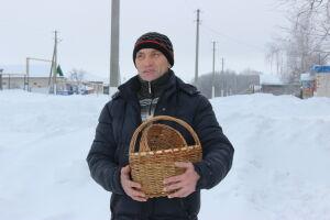 Умелец из тетюшского села сплел беседку из ивовых прутьев