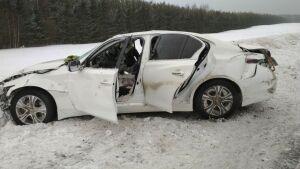 Легковушка несколько раз перевернулась на трассе М7 в РТ, пострадал водитель