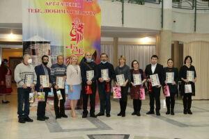 В Елабуге состоялось закрытие выставки «Елабужский художник»