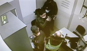 Завели дело на дебошира, который пьяным напал на полицейского в аэропорту Казани