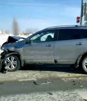 Женщина-водитель пострадала в ДТП с внедорожником в Казани