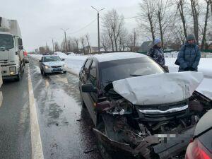 Пьяный водитель «Лады» разбил два премиум-авто в Казани, пострадал его ребенок