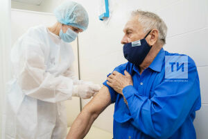 «Я не хочу болеть»: три артиста театра Камала привились от коронавируса