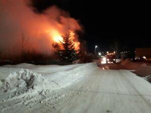 Бродяга погиб на пожаре в заброшенном доме в Кукморе