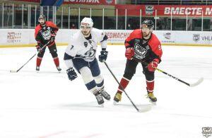 Хоккейный «Нефтяник» вновь проиграл дома в четвертьфинале Кубка Петрова