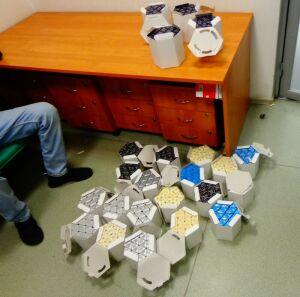Иностранец под видом подарков родным вез из Казани 600 флаконов туалетной воды