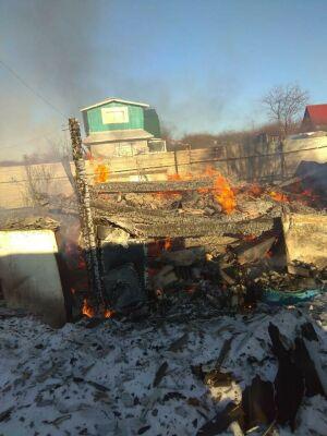 На пожаре в одном из садовых обществ в Татарстане погибла женщина