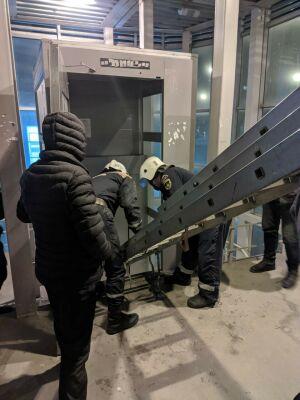 В Казани спасли маму с дочкой, которые застряли в лифте надземного перехода