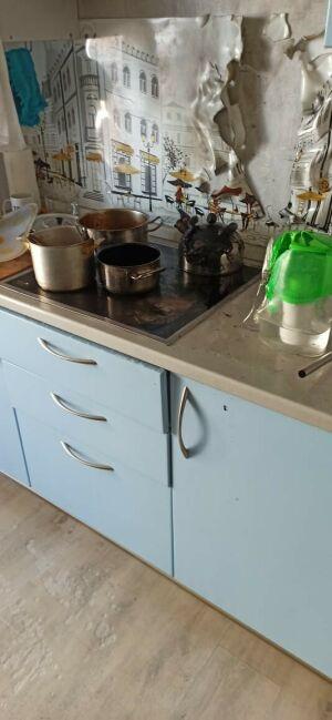 Из-за оставленного на плите чайника вспыхнула мебель на кухне в казанской высотке