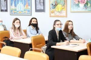 Власти Челнов начали искать учителей для полилингвальной школы «Адымнар»