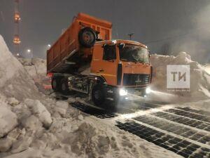 Дорожники вывезли более тысячи машин снега из Альметьевска