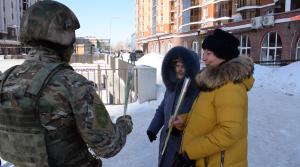 Росгвардейцы поздравили женщин на улицах Казани с 8 Марта