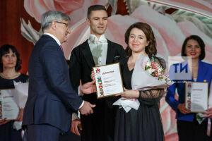 Шайхразиев от имени Президента РТ вручил награды выдающимся женщинам Татарстана