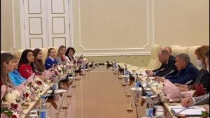 Минниханов поздравил волонтеров Татарстана с 8 Марта
