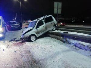 Пассажира легковушки зажало в авто после ДТП с внедорожником в Челнах