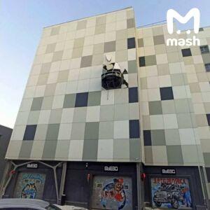 Автомобиль экс-форварда ХК «Нефтехимик» пробил стену на паркинге в Москве