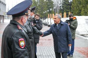Минниханов осмотрел аудитории, тир и музей Казанского юридического института