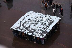 Сто студентов КНИТУ-КАИ составили портрет Гагарина с надписью «Поехали!»