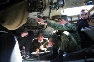 «Хочу отдать долг Родине»: в РТ будущих призывников познакомили с военным бытом