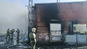В Казани устанавливают причины утреннего пожара на складе