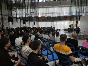 Слуцкий ответил на вопросы студентов о футболе и тренерской карьере