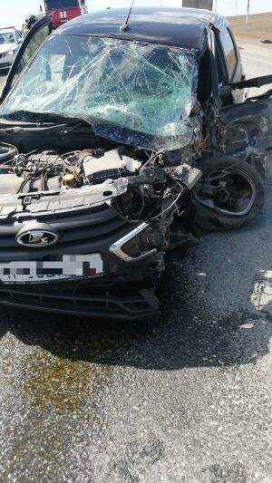 Женщина-водитель пострадала в ДТП с грузовиком на трассе в Татарстане