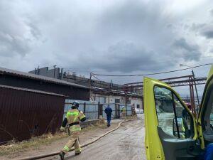 На территории завода малотоннажной химии в Казани пожарные потушили вспыхнувшее масло
