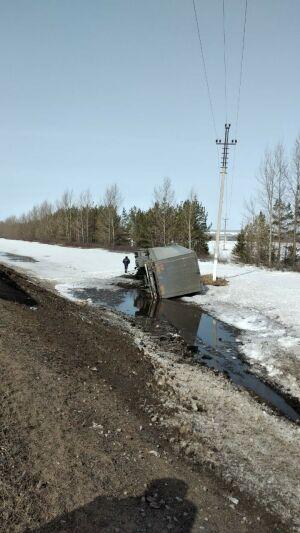 Фура из Нижнего Новгорода опрокинулась на бок на трассе в РТ, пострадал водитель